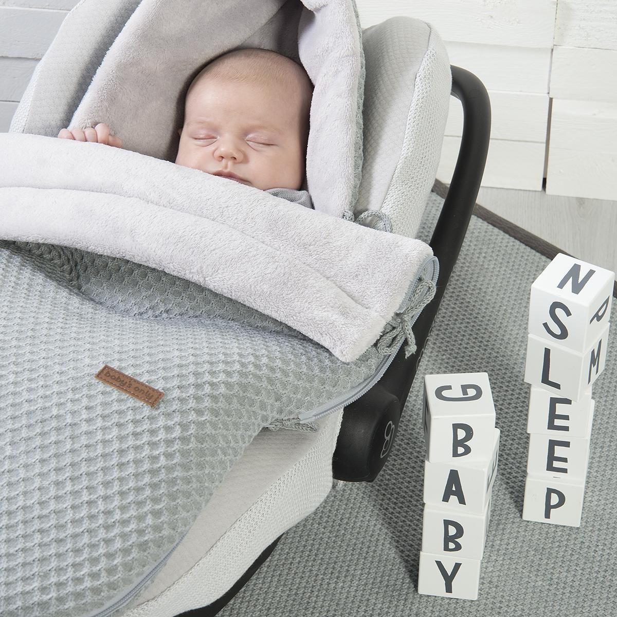 Ausstattung Buggy und Babyschale