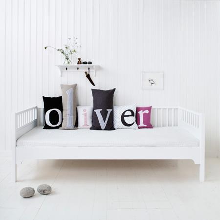 Buchstabenkissen von Oliver Furniture