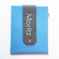 Untersuchungshefthülle hellblau mit Namen MORITZ