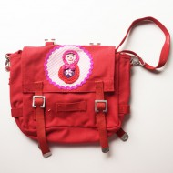 Häkelblume Design Kindergartentasche rot mit Babouschka