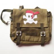 Häkelblume Design Kindergartentasche olivgrün mit Pirat