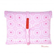la fraise rouge Windeltasche in rosa geblümt